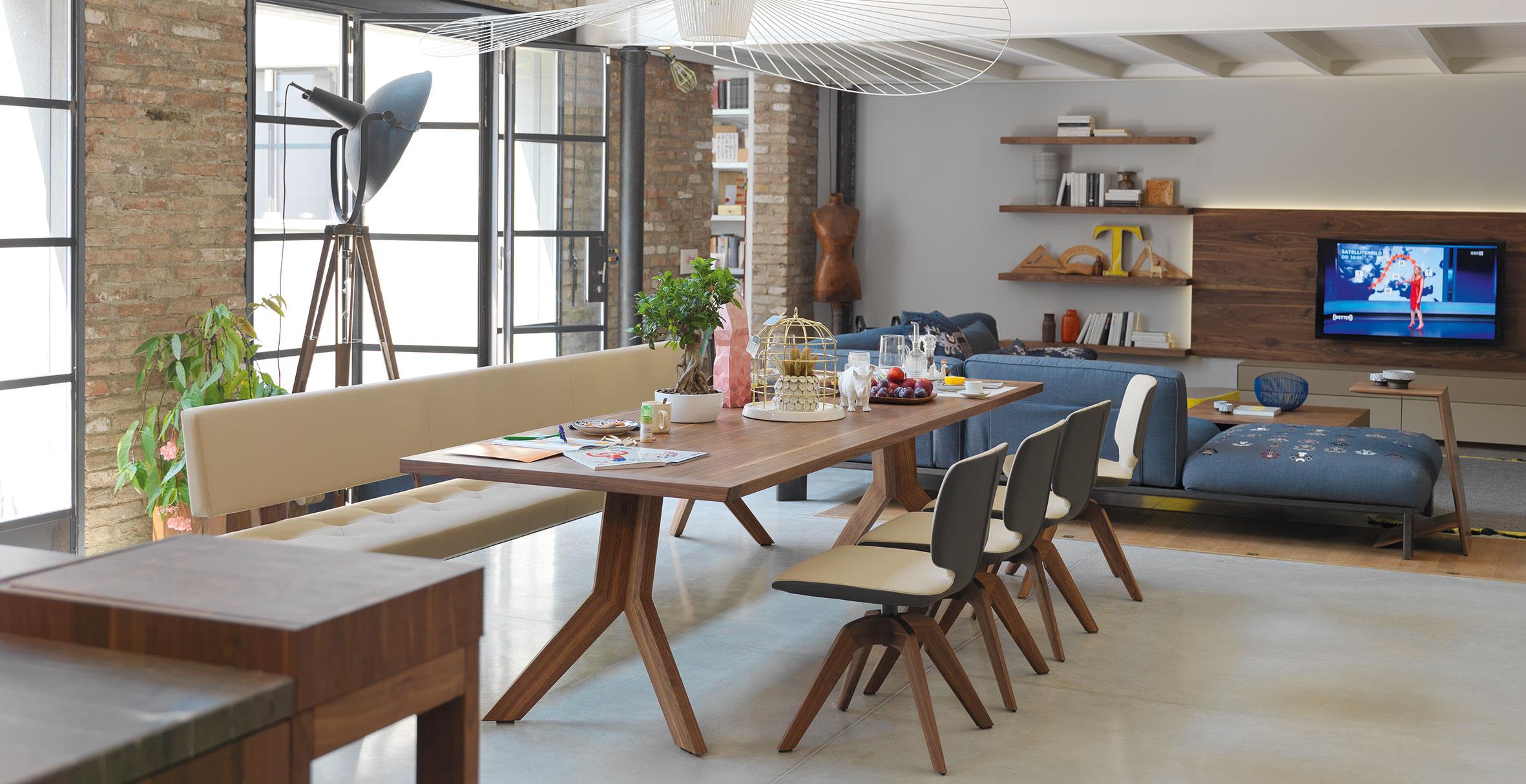 anrei freischwinger 714 m bel b r ag. Black Bedroom Furniture Sets. Home Design Ideas