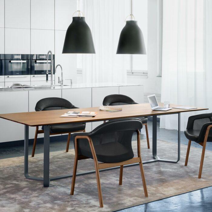 Yoho Tisch von Girsberger Nussbaum
